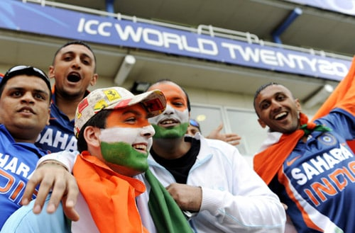 India's fans await the start of the game against Pakistan in an ICC World Twenty20 warm-up match at the Oval in London. (AFP Photo)