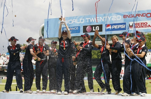 Charlotte Edwards lifts the trophy with her team after winning the ICC World Twenty20 Women's title against New Zealand at Lord's. (AFP Photo)