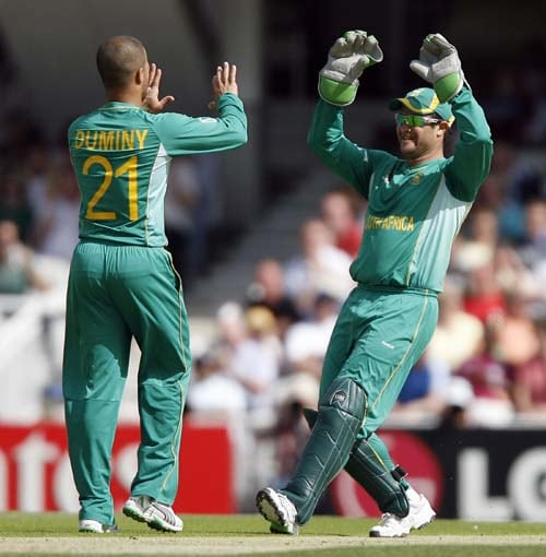Mark Boucher and Jean-Paul Duminy celebrate the wicket of Shivnarine Chanderpaul during the ICC World Twenty20 match at the Oval in London. (AFP Photo)