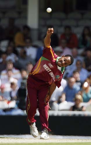 Lendl Simmons bowls against South Africa during the ICC World Twenty20 match at the Oval in London. (AFP Photo)