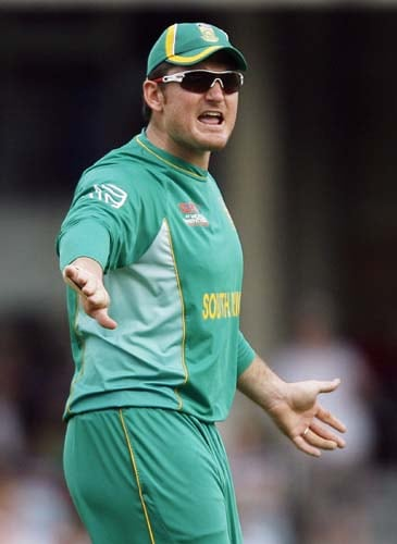 Graeme Smith directs his team against the West Indies during the ICC World Twenty20 match at the Oval in London. (AFP Photo)
