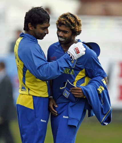Kumar Sangakkara congratulates Lasith Malinga after they won the match against Ireland during the ICC World Twenty20 match at Lord's cricket ground in London. (AFP Photo)