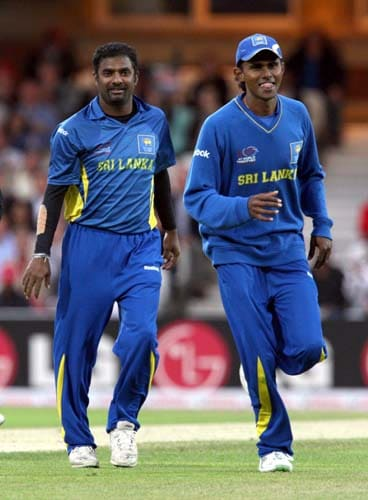 Muttiah Muralidaran claims the wicket of Ramnaresh Sarwan during the ICC World Twenty20 semi-final match at the Oval. (AFP Photo)
