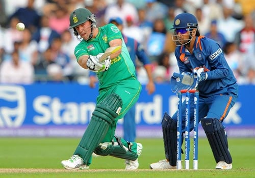 AB de Villiers gives the ball a smacking during the Super Eight stage of the ICC World Twenty 20 match against India at Trent Bridge on June 16, 2009. (AFP Photo)