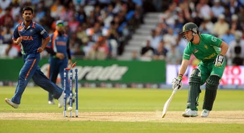 AB de Villiers returns to his crease in time against India during the Super Eight stage of the ICC World Twenty 20 match at Trent Bridge on June 16, 2009. (AFP Photo)