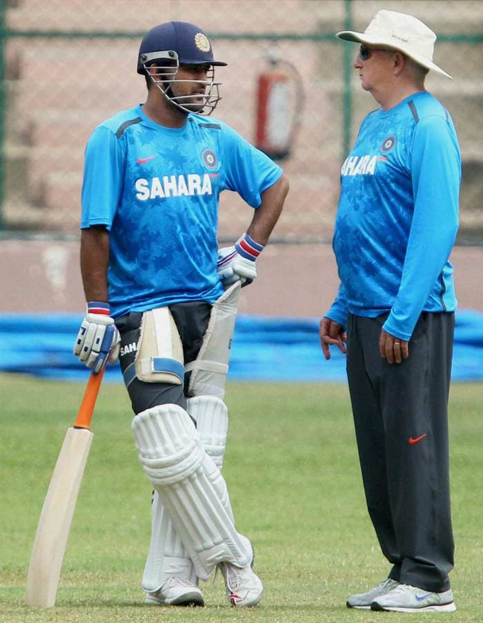 India coach Duncan Fletcher having a long chat with Dhoni. Discussing batting strategies maybe?