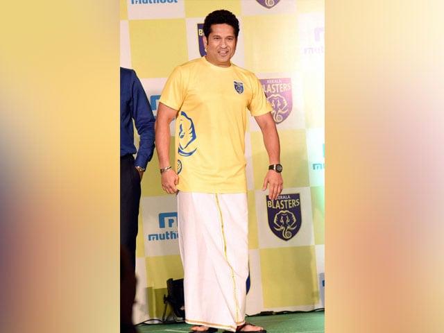 Sachin Tendulkar Unveils Kerala Blasters 2016 Squad