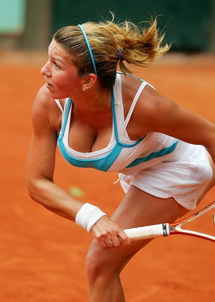 <b>Simona Halep</b>, Romania: She is well known for her aggressive style of play. She started 2008 with a final in Nottinghill, lost to Arantxa Rus, then defeated Anastasia Pavlyuchenkova in the quarterfinals at the Australian Open Junior Championships, before losing in the semifinal to Jessica Moore. In November 2009 Simona won the $25,000 tournamant in Maribor. She was as of January 2010 ranked 186th in the world.