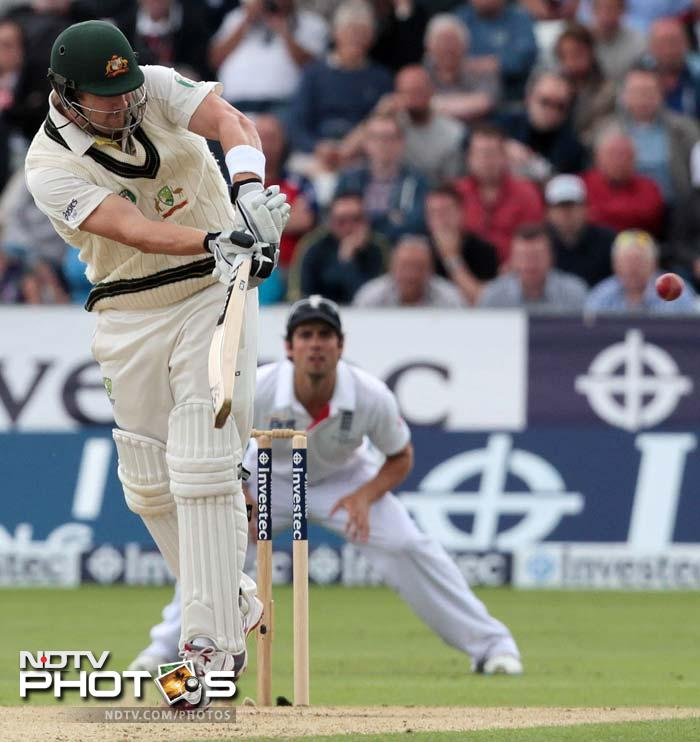 Shane Watson got back into form with 68 runs as he added 129 for the 5th wicket with Chris Rogers.