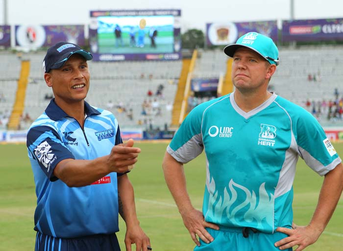There was a rain delay but once the toss did take place, it was clarified that no overs would be deducted.<br><br>Brisbane skipper James Hopes won the toss and chose to bowl under overcast conditions.