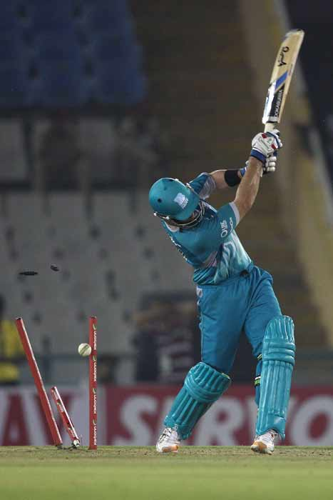 The two batsmen played well to keep the match evenly poised before their dismissals in quick succession brought Titans right back into the match.