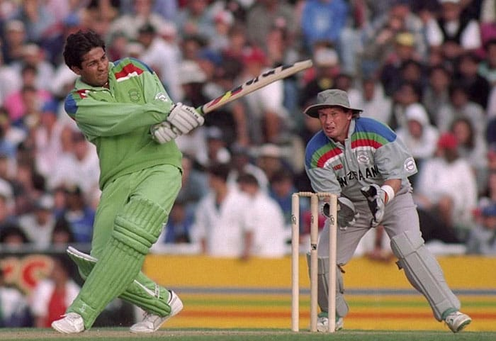 <b>8. Inzamam-ul-Haq (Pakistan) 60 vs New Zealand 1992 World Cup</b><br><br> This was the World Cup that launched an exciting 22-year old on the world scene. Inzamam-ul-Haq was handpicked by Pakistani skipper Imran Khan to play and he responded in great style in the crucial semi-final against co-hosts New Zealand.<br><br> Coming in to bat at a time when the team needed quick runs, Inzy blazed away from the first ball and ended up plundering 60 runs in just 37 balls. That knock changed the momentum and the Pakistanis came back from a seemingly losing position to gatecrash into the finals.<br><br>