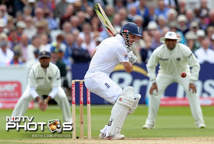 Andrew Strauss and Kevin Pietersen ensured England didn't lose a third wicket before lunch.