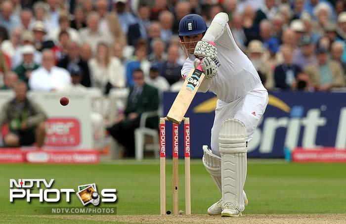 Graeme Swann played his shots and added 73 runs for the 9th wicket with Stuart Broad before departing for 28.