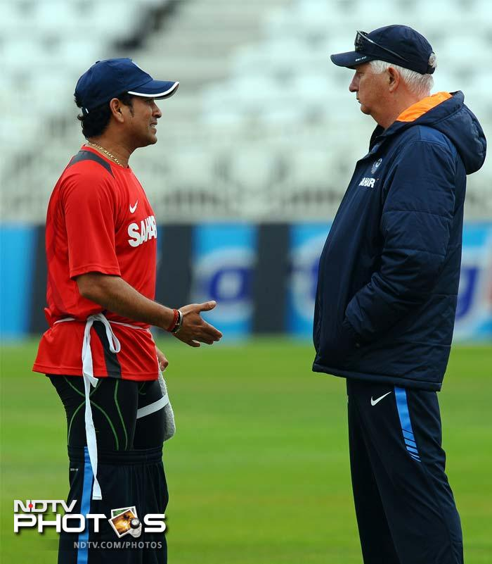 India's Sachin Tendulkar (L) talks to coach Duncan Fletcher during the practice session at Trent Bridge. Sachin will be key to India's fortunes in the second Test.