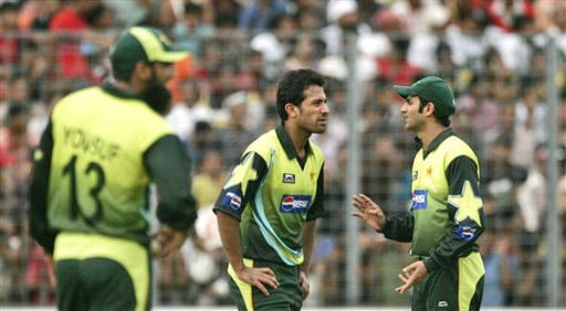 Pakistan's captain Shoaib Malik shares a moment with bowler Wahab Riaz after India's Gautam Gambhir scored a boundary during their ODI match in Dhaka, Bangladesh on June 10, 2008. (AP Photo)