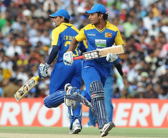 Kumar Sangakkara and teammate Tillakaratne Dilshan run between the wickets during the final ODI of the Micromax tri-series between Sri Lanka and India in Dambulla. (AFP Photo)
