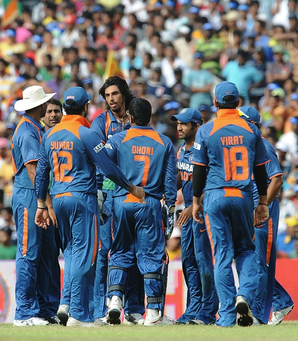 Ishant Sharma celebrates with his teammate after he dismissed Mahela Jayawardene during the final ODI of the Micromax tri-series between Sri Lanka and India in Dambulla. (AFP Photo)