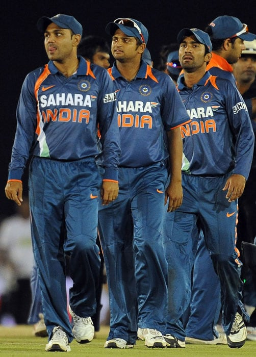 Virender Sehwag, Suresh Raina and Dinesh Karthik leave the ground after losing the 5th ODI of the tri-series in Dambulla. (AFP Photo)