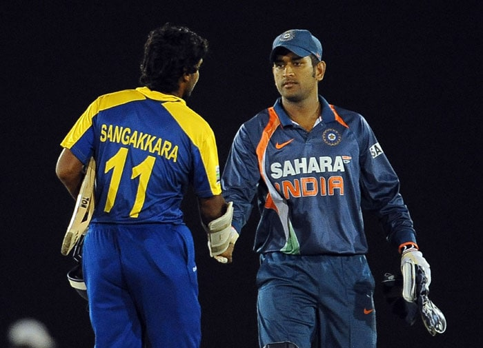 Mahendra Singh Dhoni is congratulated by Kumar Sangakkara after his sides' victory in the 5th ODI of the tri-series in Dambulla. (AFP Photo)