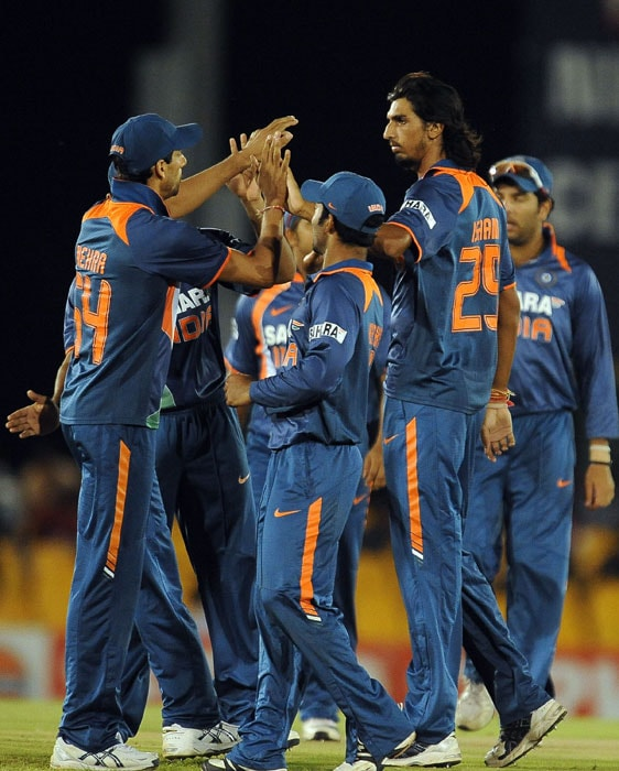 Ishant Sharma celebrates with his teammates after he dismissed Tillakaratne Dilshan during the 5th ODI of the tri-series in Dambulla. (AFP Photo)