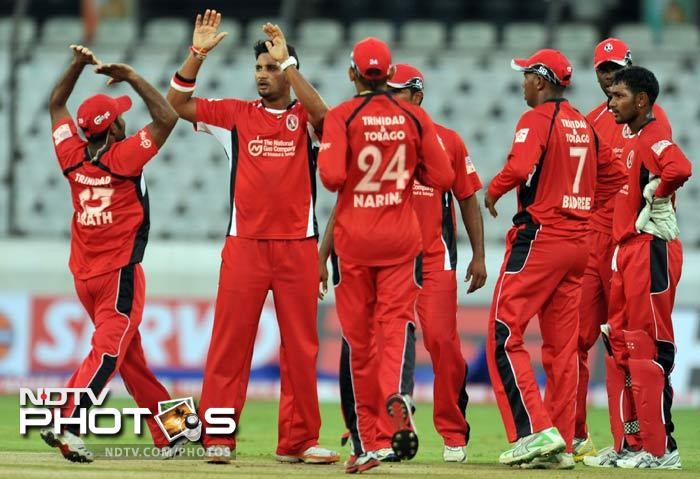 Trinidad's Ravi Rampaul carried on with his superb form, taking 4 wickets to destroy Leicestershire. (AFP Photo)