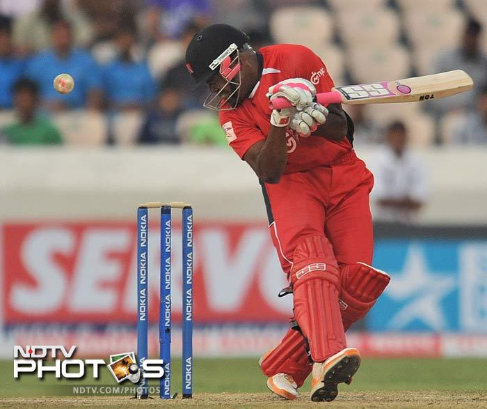 Darren Bravo lifted Trinidad's score to 168 by hammering two sixes in his 18 runs off 9 balls knock. (AFP Photo)
