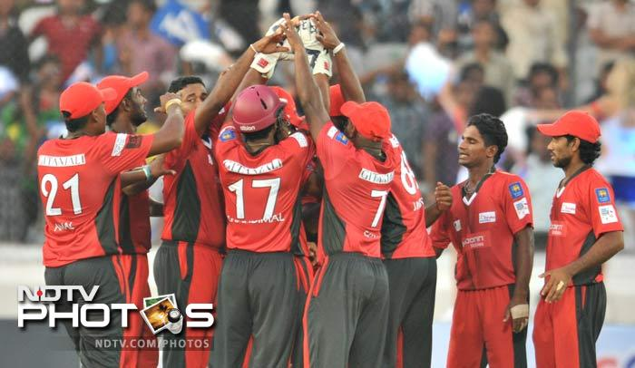 Chasing 139, Trinidad got off to a terrible start, losing openers Adrian Barath and Lendl Simmons cheaply as Ruhunu's Janaka Gunaratne sent back both for a total of just 6 runs. (AFP Photo)