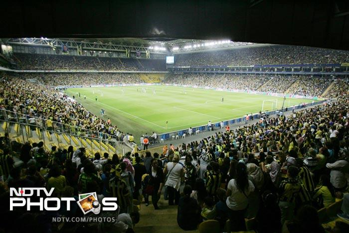More than 41,000 women and children filled Sukru Saracoglu Stadium to watch Fenerbahce play against Manisapor.
