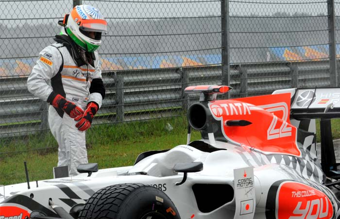 HRT F1 Team's Indian driver Narain Karthikeyan also crashed (C) during the first practice session of the Turkish Formula One Grand Prix. Although, he managed to come back to drive. (AFP PHOTO)