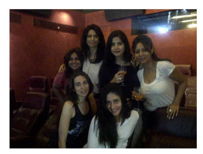 Rhea Pillai tweets a pic of her with Kareena, Karisma, Gauri, Maheep Kapoor and Kajal Anand. Seems like they are having a lot of fun watching the match at Mannat!