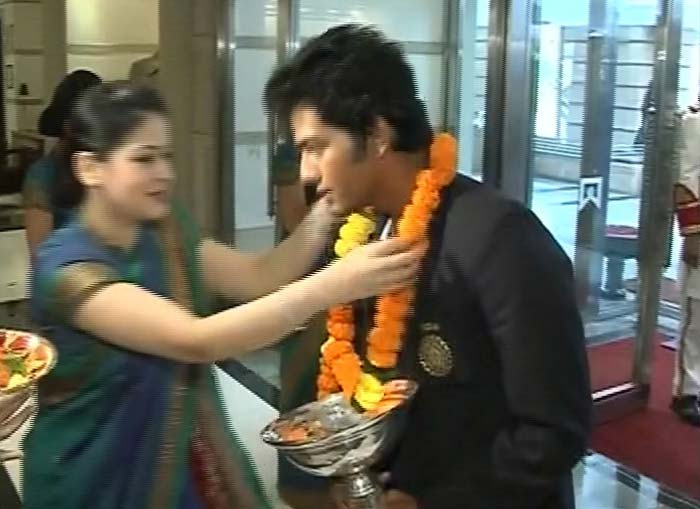 Skipper Unmukt Chand being greeted after the team arrived at Mumbai's ITC Grand Maratha.