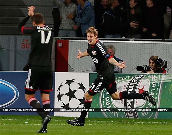 Stefan Kiessling scored twice as clinical Bayer Leverkusen defeated Shakhtar Donetsk 4-0 to leapfrog the Ukrainian side in Group A of the Champions League.
