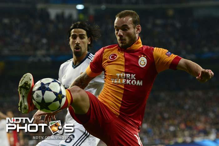 Wesley Sneijder scored in the 71st to push Real on the defensive as Galatasaray were set to create an upset.