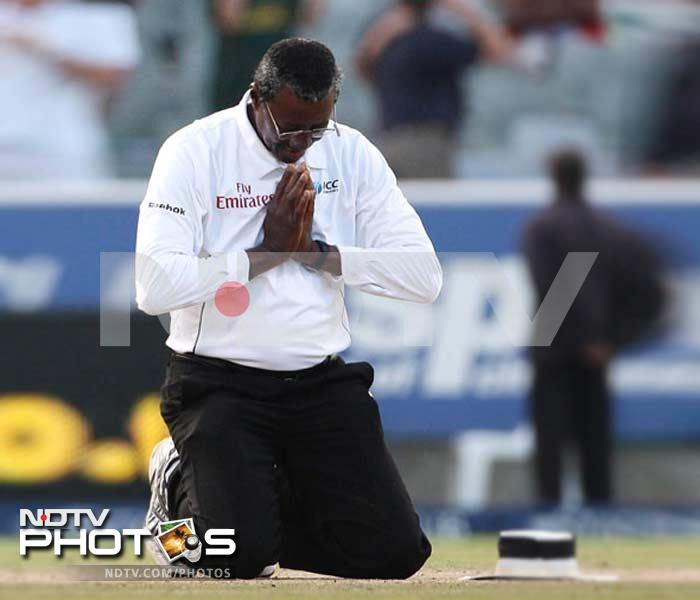 <b>Steve Bucknor:</b> The former soccer referee and a mathematics teacher was removed for India's series against Australia in 2008 following the ban handed out to Harbhajan Singh over his alleged racial abuse episode.