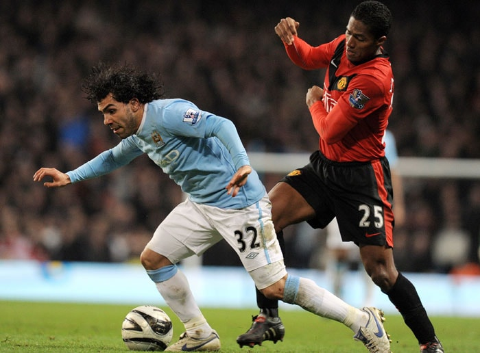 21/09/09: MANCHESTER UNITED 4 MANCHESTER CITY 3<br><br> Carlos Tevez was facing United for the first time after his much hyped move to Manchester City. Rooney and Gareth Barry scored a goal each while Fletcher and Bellamy scored a brace. It was Owen's controversial late goal that sealed it for United. (AFP Photo)