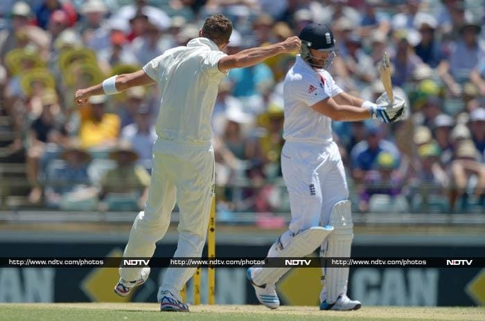 Peter Siddle and Ryan Harris took three wickets each as England were bowled out for 251 in their first innings, handing the Australians a 134-run lead.