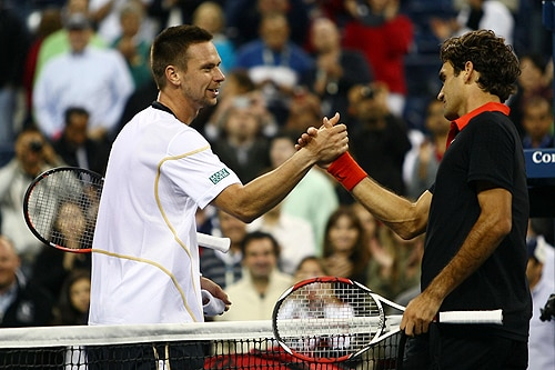 Roger Federer shakes hands with Robin Soderling after defeating him during day ten of the 2009 U.S. Open at the USTA Billie Jean King National Tennis Center on Wednesday in the Flushing neighborhood of the Queens borough of New York City. (AFP Photo)