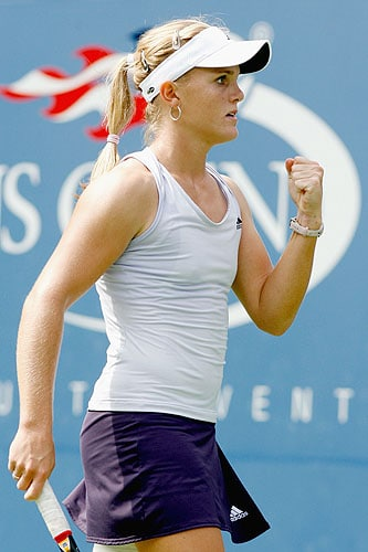 Melanie Oudin of the United States reacts to a point against Nadia Petrova of Russia during day eight of the 2009 US Open at the USTA Billie Jean King National Tennis Center on September 7, 2009 in the Flushing neighborhood of the Queens borough of New York City. (AFP Photo)