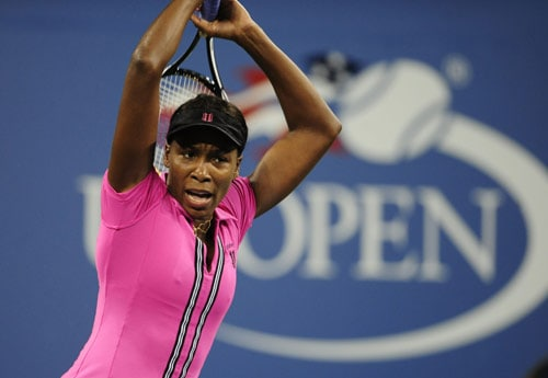 Third-seed US tennis player Venus Williams returns a shot to Russia's Vera Dushevina during the first round of the US Open at the USTA Billie Jean King National Tennis Center in New York on August 31, 2009. Williams won 6-7, 7-5, 6-3. (AFP Photo)