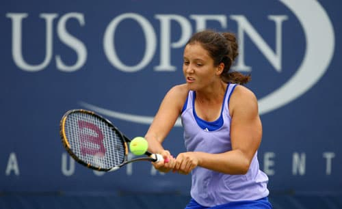 Laura Robson of Germany returns a shot to Tamaryn Hendler of Belgium during the Junior girls' singles third round match on day eleven of the 2009 US Open in New York. (AFP Photo)