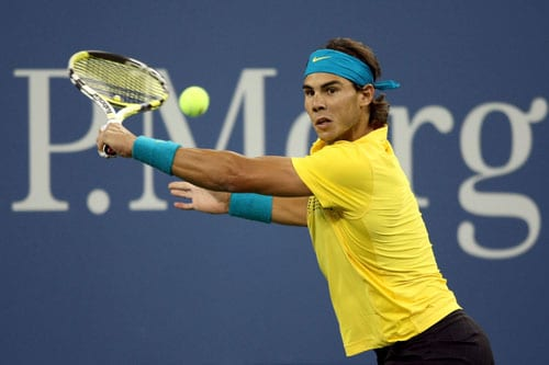 Rafael Nadal of Spain returns a shot to Fernando Gonzalez of Chile during the men's singles quarter-finals match on day eleven of the 2009 US Open in New York. (AFP Photo)