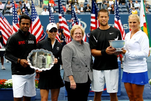 Leander Paes of India, Cara Black of Zimbabwe, Travis Parrott and Carly Gullickson pose with the championship trophies after the Mixed Doubles Final match on day eleven of the 2009 US Open in New York. Gullickson/Parrott defeated Paes/Black 6-2, 6-4. (AFP Photo)
