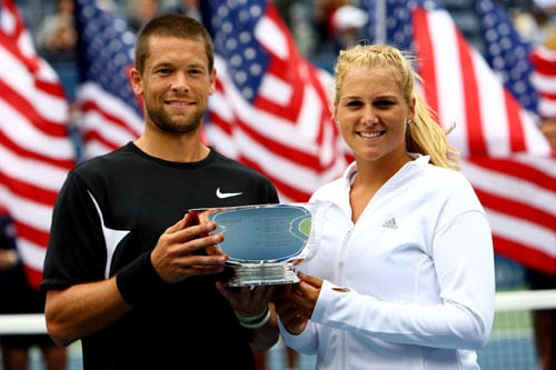 Travis Parrott and Carly Gullickson pose with the championship trophy after winning the Mixed Doubles Finals championship against Leander Paes of India and Cara Black of Zimbabwe on day eleven of the 2009 US Open in New York. (AFP Photo)