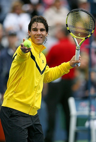 Rafael Nadal of Spain hits tennis balls into the crowd after defeating Fernando Gonzalez of Chile in the men's singles quarter-finals match on day thirteen of the 2009 US Open in New York. Nadal defeated Gonzalez 7-6 (7), 7-6 (7), 6-0. (AFP Photo)