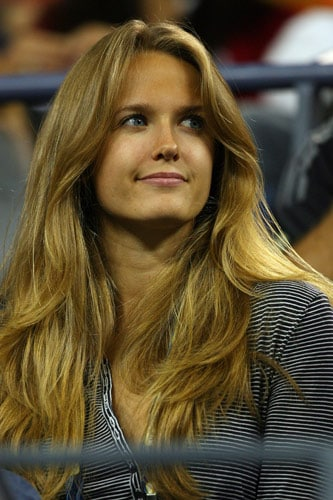 Kim Sears, girlfriend of Andy Murray of Great Britain, watches as he plays against Ernests Gulbis of Latvia during day two of the 2009 US Open at the USTA Billie Jean King National Tennis Center on September 1, 2009. (AFP Photo)