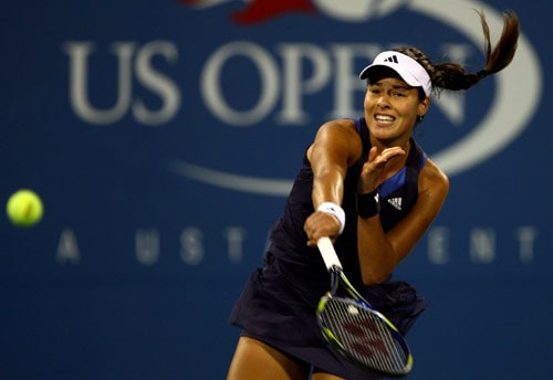 Ana Ivanovic of Serbia returns a shot against Kateryna Bondarenko of Ukraine during day two of the 2009 US Open at the USTA Billie Jean King National Tennis Center on September 1, 2009 in Flushing neighbourhood of the Queens borough of New York City. (AFP Photo)