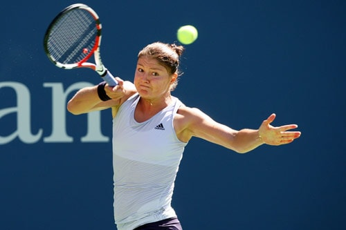 Dinara Safina of Russia returns a shot against Olivia Rogowska of Australia during day two of the 2009 US Open at the USTA Billie Jean King National Tennis Center on September 1, 2009. (AFP Photo)