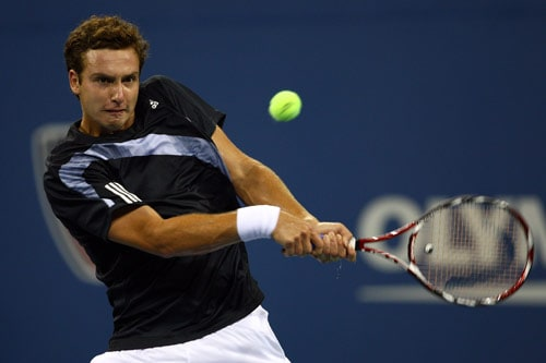 Ernests Gulbis of Latvia returns a shot against Andy Murray of Great Britain during day two of the 2009 US Open at the USTA Billie Jean King National Tennis Center on September 1, 2009. (AFP Photo)