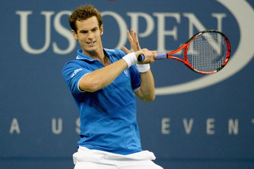 Andy Murray of Great Britain returns a shot against Ernests Gulbis of Latvia during day two of the 2009 US Open at the USTA Billie Jean King National Tennis Center on September 1, 2009. (AFP Photo)